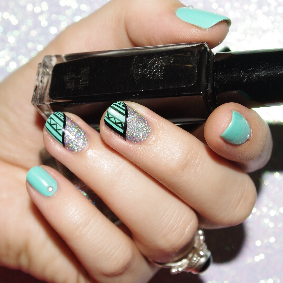 Bulleuw:Mint and Diamond Liner 2