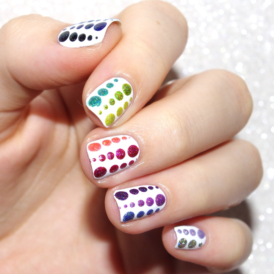Bulleuw : 31DC2015 Rainbow Nails 1