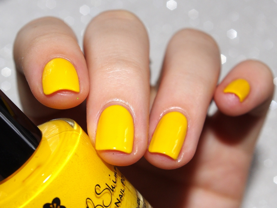 Bulleuw:31DC2015 #3 Yellow Nails 2