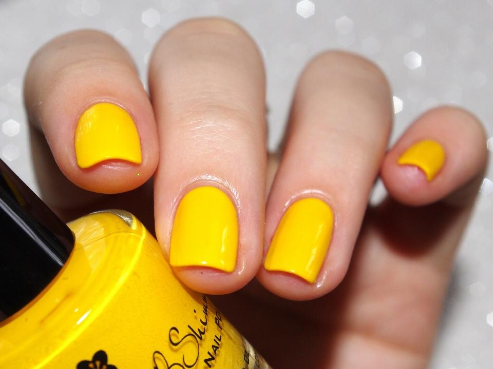 Bulleuw:31DC2015 #3 Yellow Nails 2