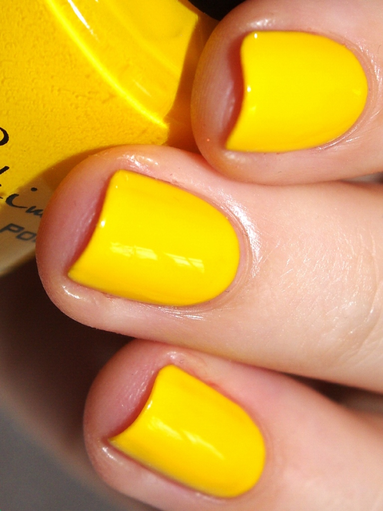 Bulleuw:31DC2015 #3 Yellow Nails 3