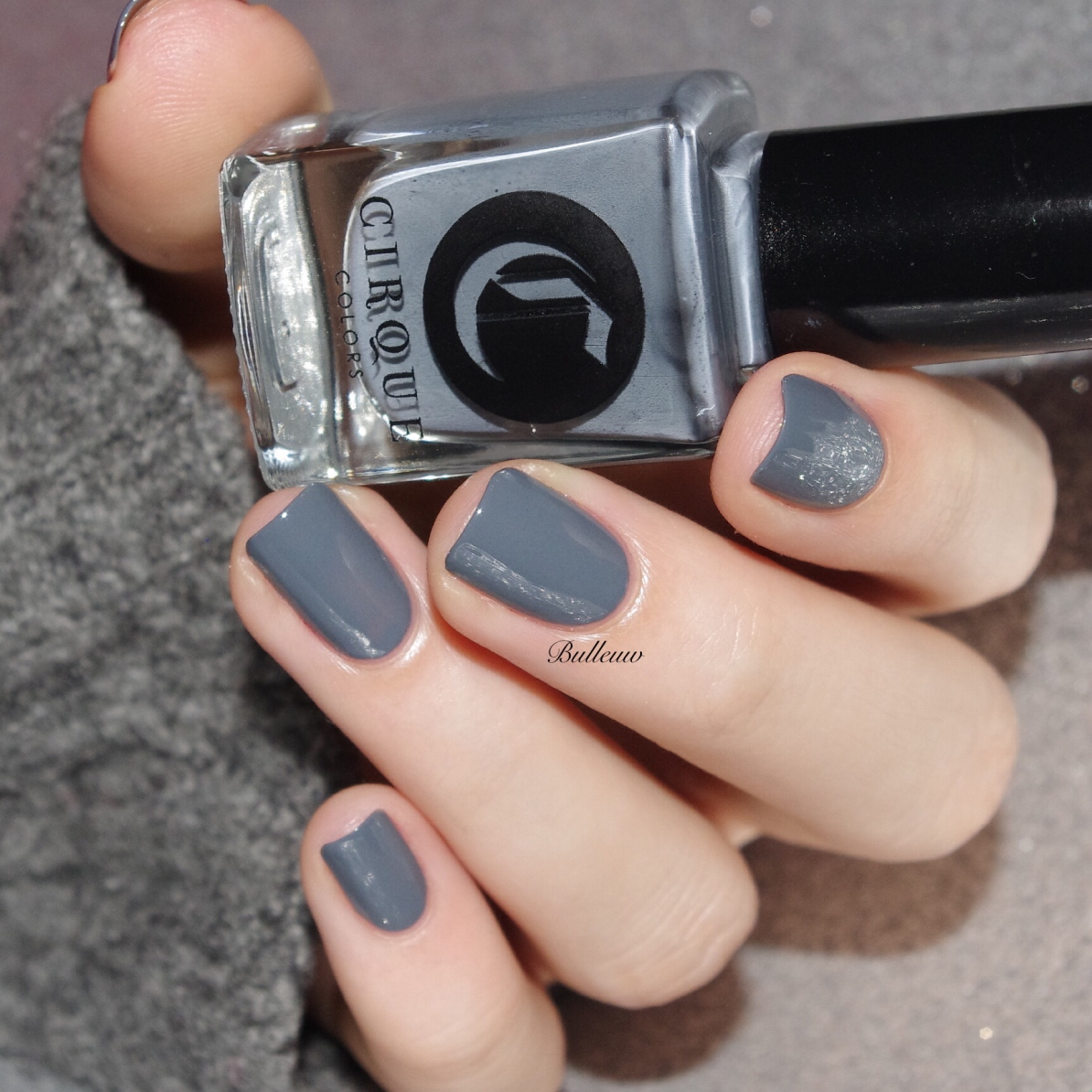 bulleuw-grey-and-red-2